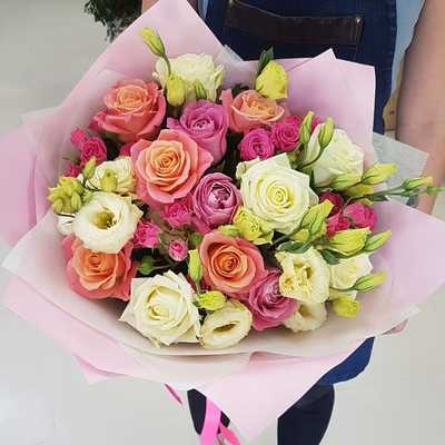 Розы с эустомами