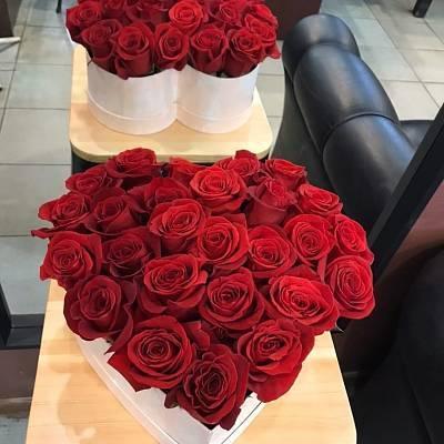 Сердце из 23 роз