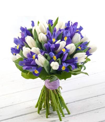 Букет ирисы и тюльпаны