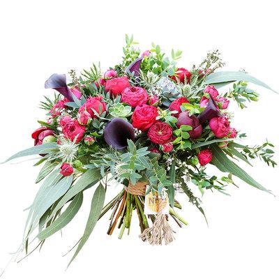 Букет из пионов, роз и калл