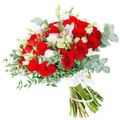 Круглый букет из роз и орхидей