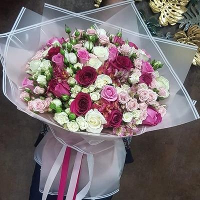 Микс роз и альстромерий