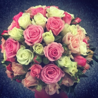 Шар из розовых роз