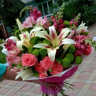 Розы хризантемы лилии