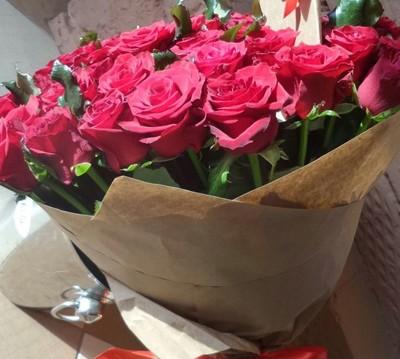 Тёмно розовые розы