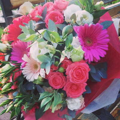 Розы и герберы