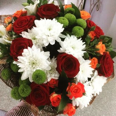 Хризантемы с розами