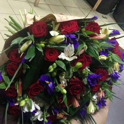 Розы эустомы ирисы
